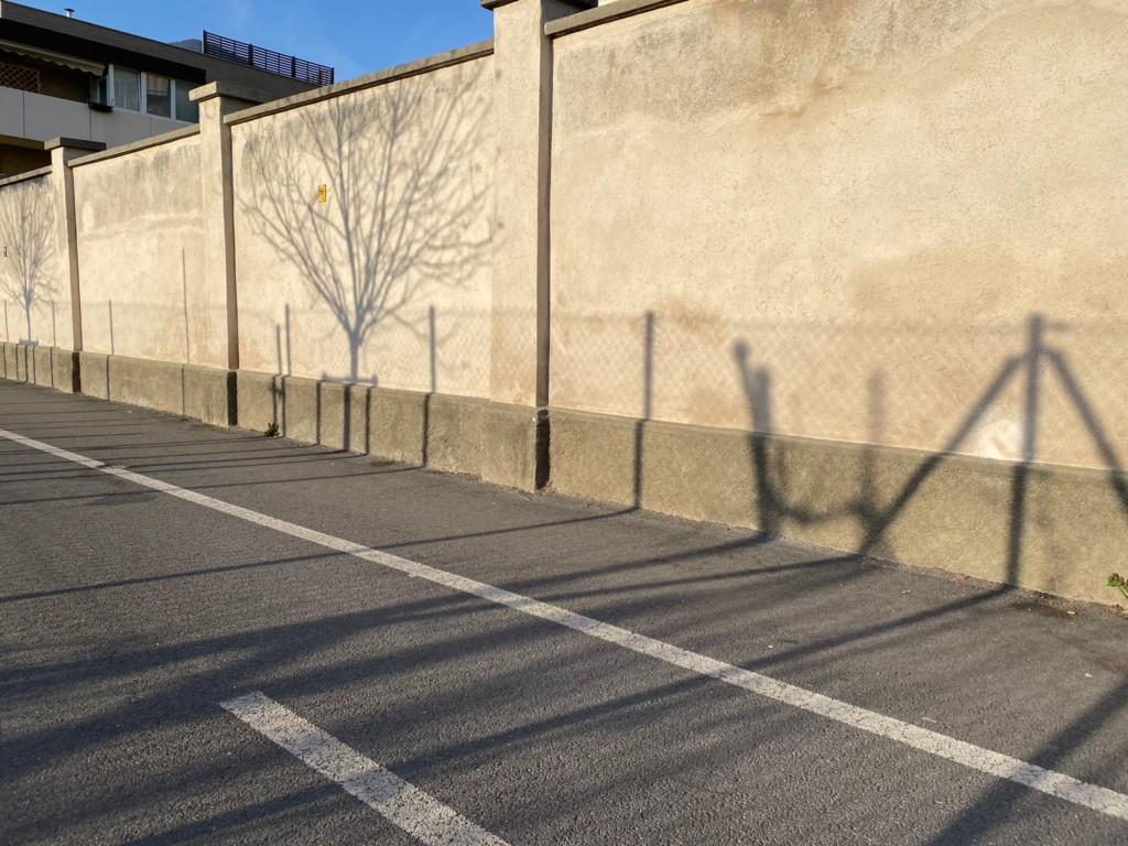 Die einzige Mauer, die noch vom Durchgangslager von Bozen übrig ist.  (Foto © George Ciprian)